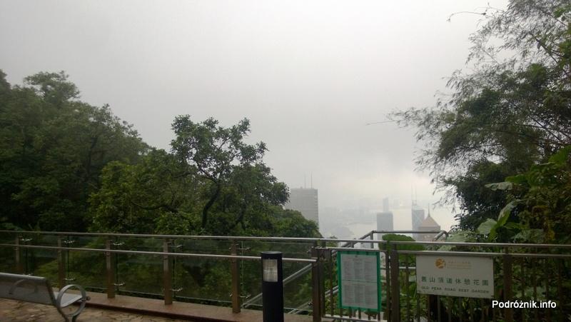 Chiny - Hongkong - Wzgórze Wiktorii (The Peak) - panorama miasta widziana z tarasu widokowego - kwiecień 2013
