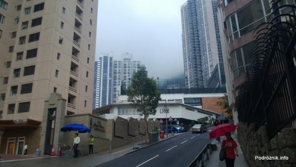 Chiny - Hongkong - Wzgórze Wiktorii (The Peak) - droga ostro wpinająca się pod górę - kwiecień 2013