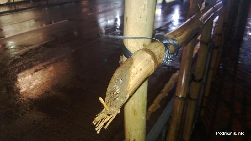 Chiny - Hongkong - sposób wiązania bambusowego rusztowania - kwiecień 2013