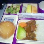 China Southern – Airbus 321 - CZ309 - B-6318 - Klasa ekonomiczna - Economy Class - jedzenie lotnicze - wołowina i warzywami oraz owoce - kwiecień 2013