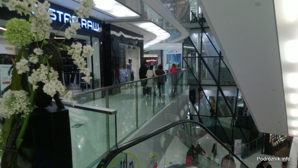 Chiny - Pekin - okolice dworca kolejowego Dongzhimen - galeria handlowa - kwiecień 2013