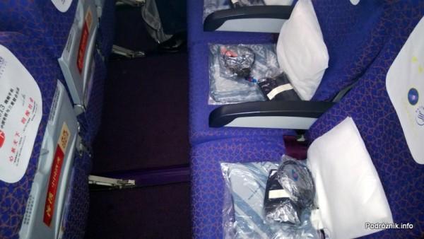 China Southern - Airbus A330 - CZ345 - B-6500 - Klasa ekonomiczna (Economy Class) - wnętrze - odstęp między siedzeniami - kwiecień 2013