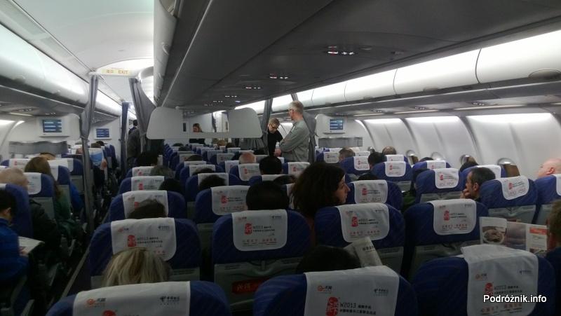 China Southern - Airbus A330 - CZ345 - B-6500 - Klasa ekonomiczna (Economy Class) - wnętrze - kwiecień 2013