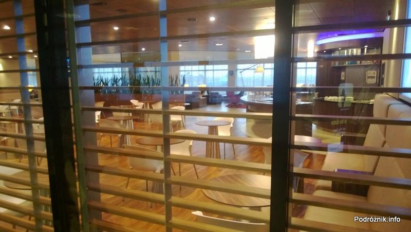 Holandia - Lotnisko w Amsterdamie - Amsterdam Airport Schiphol KLM Crown Lounge - miejsce do jedzenia - kwiecień 2013