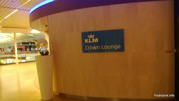 Holandia - Lotnisko w Amsterdamie - Amsterdam Airport Schiphol KLM Crown Lounge - logo na ścianie - kwiecień 2013