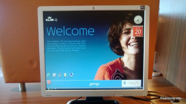 Holandia - Lotnisko w Amsterdamie - Amsterdam Airport Schiphol - KLM Crown Lounge - ekran komputera w części biznesowej - kwiecień 2013