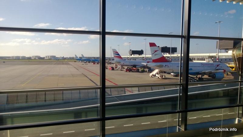 Holandia - Lotnisko w Amsterdamie - Amsterdam Airport Schiphol - samoloty stojące pod rękawem - kwiecień 2013