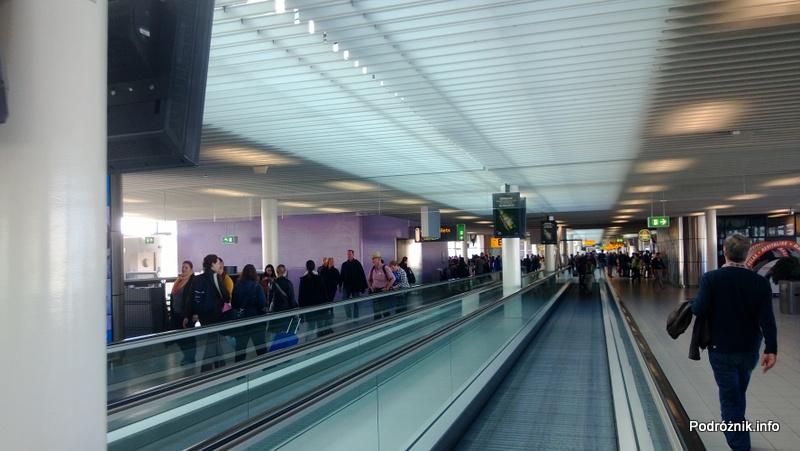 Holandia - Lotnisko w Amsterdamie - Amsterdam Airport Schiphol - ruchomy chodnik między terminalami - kwiecień 2013