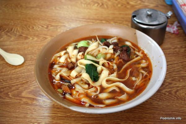 Chiny - Pekin - duża porcja zupy zupełnie niepodobna do znanych nam chińskich zupek - kwiecień 2013