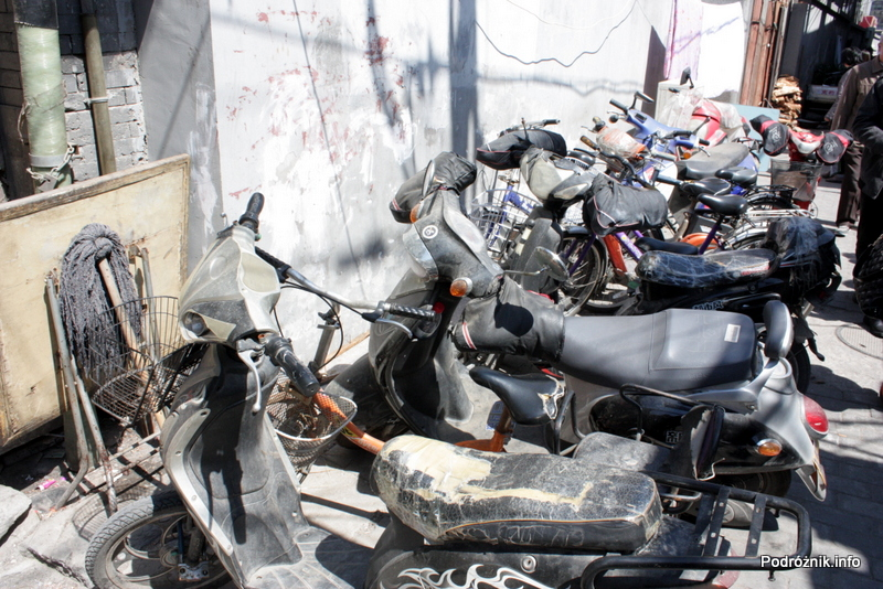 Chiny - Pekin - bardzo zużyte skutery - kwiecień 2013