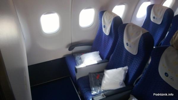 China Southern - Airbus 321 - CZ310 - B-6317 - Klasa ekonomiczna plus - Premium Economy Class - fotele w pierwszych rzędach z tacami w podłokietnikach - kwiecień 2013