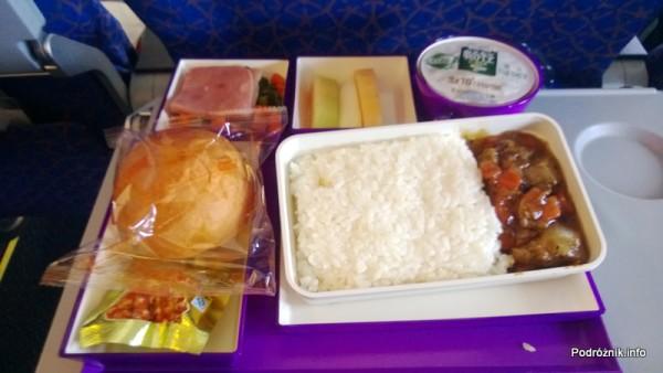 China Southern - Airbus 321 - CZ310 - B-6317 - Klasa ekonomiczna plus - Premium Economy Class - jedzenie lotnicze - wołowina z ryżem oraz wędlina i owoce - kwiecień 2013