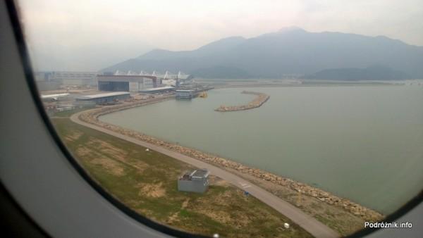 Lotnisko w Hongkongu - Hong Kong International Airport - widok znad pasa - kwiecień 2013