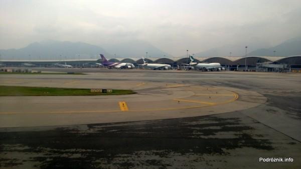 Lotnisko w Hongkongu - Hong Kong International Airport - samoloty na płycie - kwiecień 2013