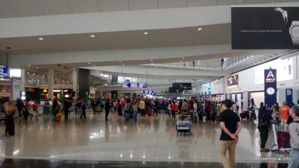 Lotnisko w Hongkongu - Hong Kong International Airport - hala przylotowa - kwiecień 2013