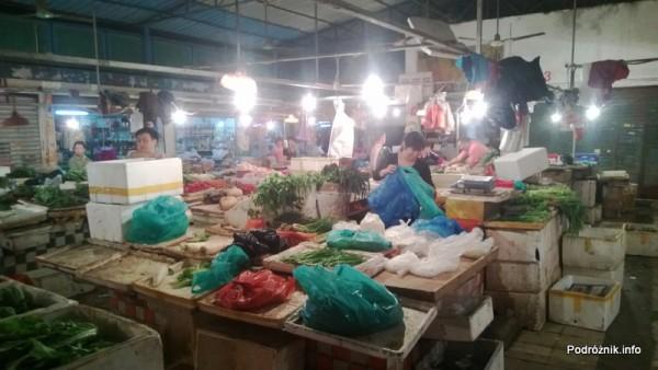 Chiny - Shenzhen - koniec pracy na małym bazarze - kwiecień 2013