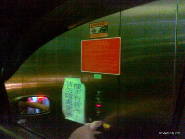 Chiny - Hongkong  - wybór piętra w windzie samochodowej - kwiecień 2013