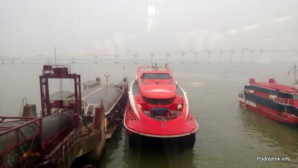 Chiny - Makao - czerwony prom do Hongkongu - kwiecień 2013