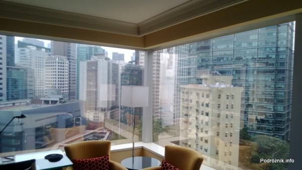 Chiny - Hongkong  - JW Marriott Hotel Hong Kong - pokój typu 2 Double - widok z łóżka - kwiecień 2013