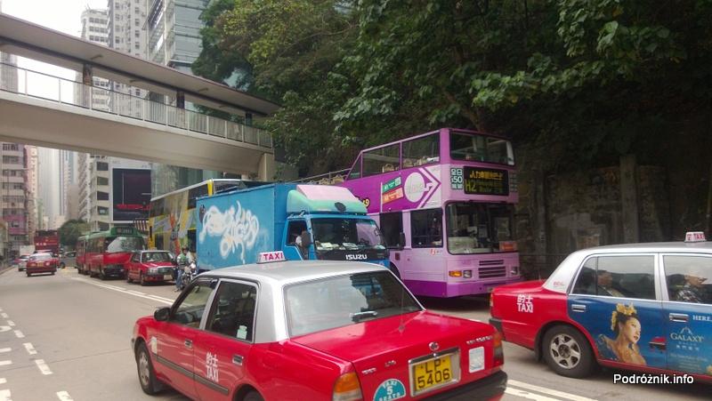 Chiny - Hongkong - piętrowy autobus prawie ocierający się gałęzie drzew - kwiecień 2013