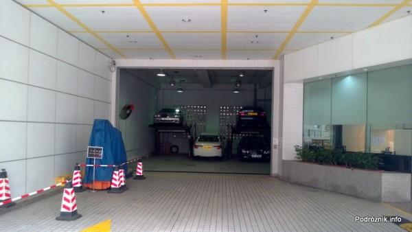 Chiny - Hongkong  - piętrowe parkowanie samochodów - kwiecień 2013