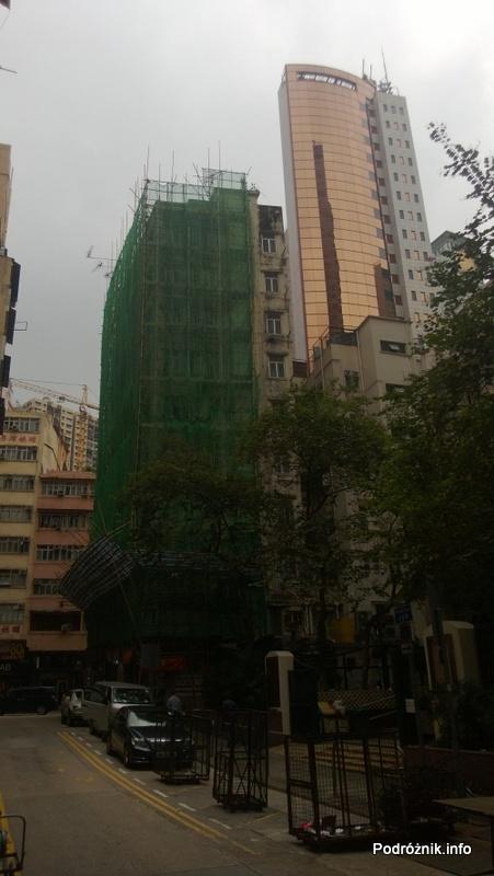Chiny - Hongkong - bambusowe rusztowanie wokół dziesięciopiętrowego budynku - kwiecień 2013