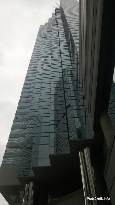 Chiny - Hongkong - JW Marriott Hotel Hong Kong - budynek widziany z dołu - kwiecień 2013