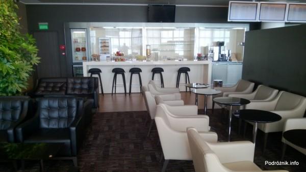 Polska - Warszawa - Lotnisko Chopina - Salonik Bolero Executive Lounge - bar z napojami i przekąskami - czerwiec 2013