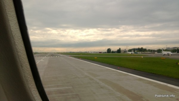 Polska - Warszawa - Lotnisko Chopin - widok na pas startowy - czerwiec 2013