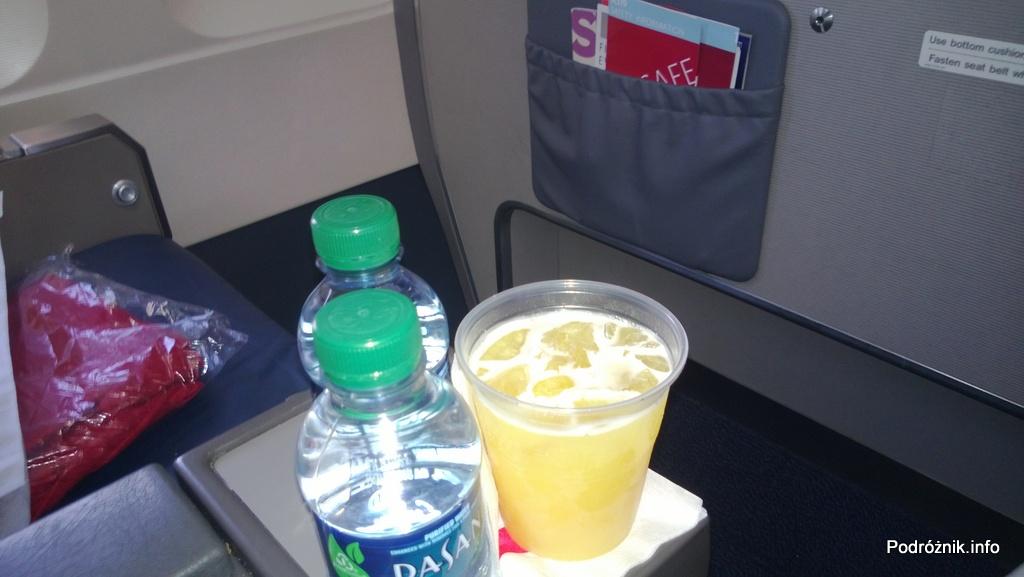 Delta Airlines - Airbus A319 - N362NB - DL977 - Klasa Pierwsza (First Class) - welcome drink - sok pomarańczowy - czerwiec 2013