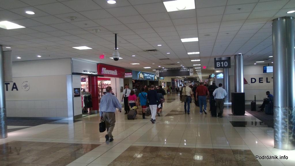 Hartsfield Jackson Atlanta International Airport (ATL) - korytarz w terminalu B - czerwiec 2013