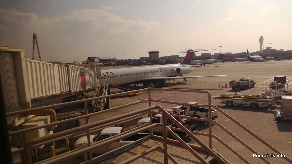 Hartsfield Jackson Atlanta International Airport (ATL) - Delta Airlines - McDonnell Douglas MD-88 - N904DL - DL1018 - przy rękawie na lotnisku w Atlancie (ATL) - czerwiec 2013