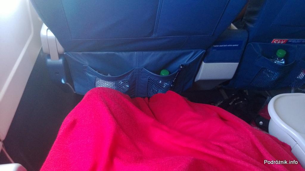Delta Airlines - McDonnell Douglas MD-88 - N904DL - DL1018 - woda w kieszeni fotela w klasie pierwszej (First Class) - czerwiec 2013