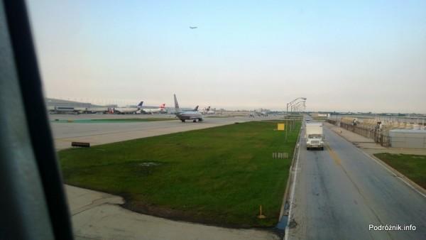 USA - Chicago O'Hare International Airport - samochód dostawczy na lotnisku - czerwiec 2013