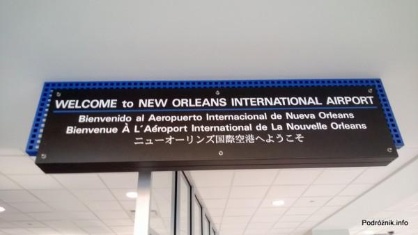 USA - Lotnisko w Nowym Orleanie  (Louis Armstrong New Orleans International Airport MSY) - powitanie w kilku językach - czerwiec 2013