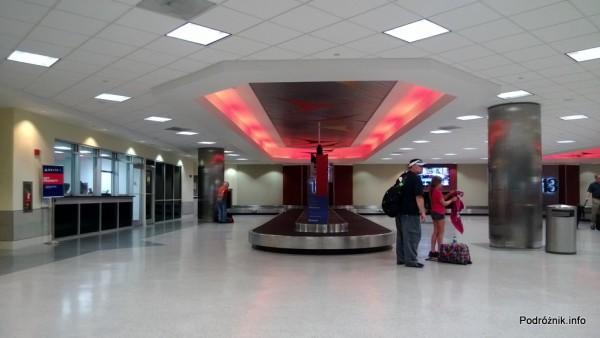 USA - Lotnisko w Nowym Orleanie  (Louis Armstrong New Orleans International Airport MSY) - karuzela bagażowa - czerwiec 2013