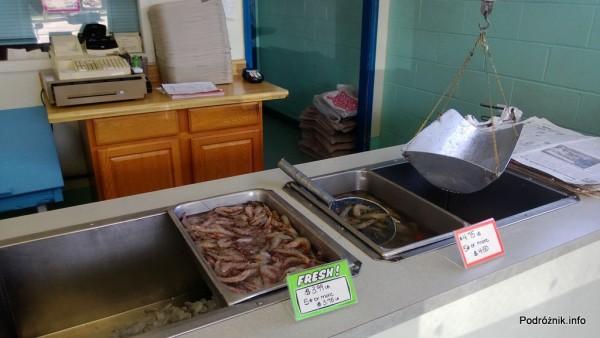 USA - sklep z owocami morza na przedmieściach Nowego Orleanu - świeże krewetki - czerwiec 2013
