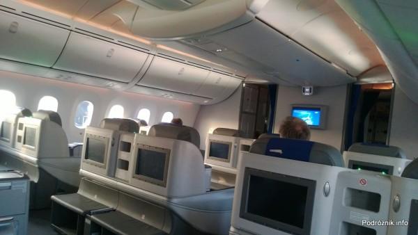 Polskie Linie Lotnicze LOT - Boeing 787 Dreamliner (SP-LRA) - Klasa Biznes (Elite Club) - widok kabiny po wylądowaniu - czerwiec 2013