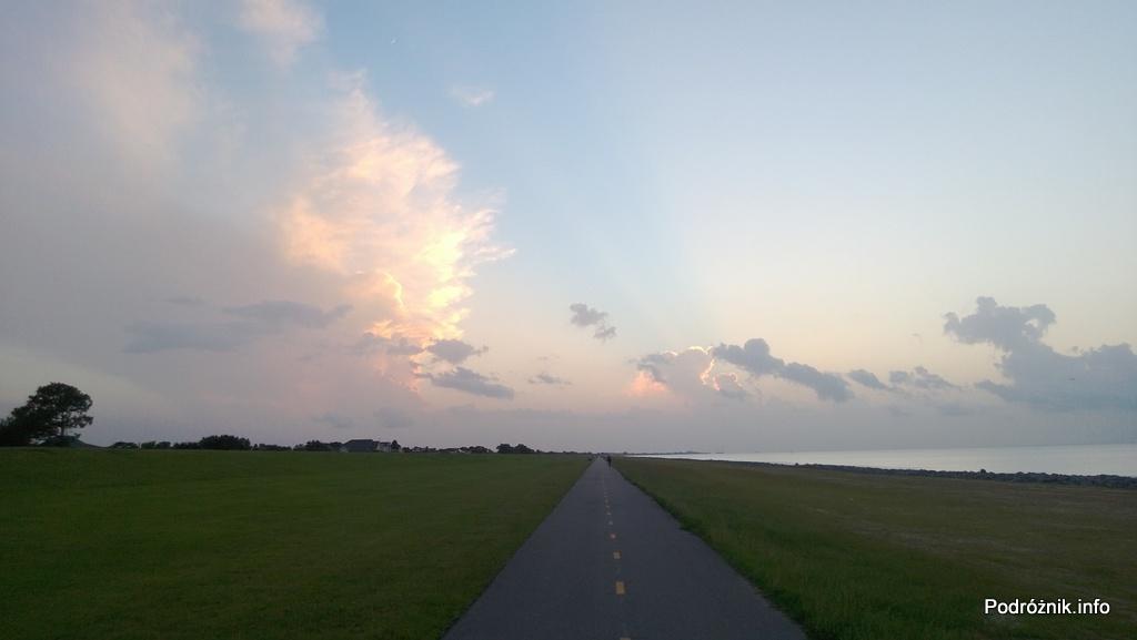 USA - Metairie - jezioro Pontchartrain - ścieżka dla rowerzystów i spacerowiczów - czerwiec 2013