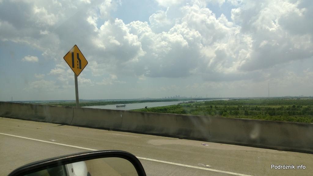 USA - okolice Nowego Orleanu - nad jednym z większych kanałów - czerwiec 2013