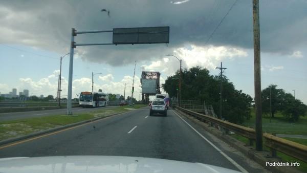 USA - Nowy Orlean - most zwodzony nad jednym z kanałów - czerwiec 2013