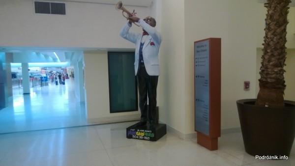 USA - Lotnisko w Nowym Orleanie  (Louis Armstrong New Orleans International Airport MSY) - pomnik patrona - czerwiec 2013