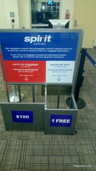 USA - Lotnisko w Nowym Orleanie  (Louis Armstrong New Orleans International Airport MSY) - skrzynki do pomiaru bagażu Spirit Airlines - czerwiec 2013