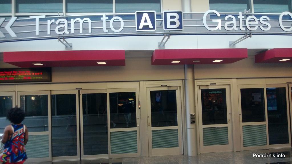 USA - Lotnisko w Minneapolis (Minneapolis Saint Paul International Airport) - stacja kolejki łączącej terminale A i B - czerwiec 2013