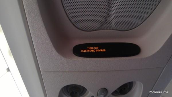 Delta Air Lines - Canadair Regional Jet CRJ-900 - N935XJ - DL3373 - napis z prośbą o wyłączenie urządzeń elektronicznych - czerwiec 2013