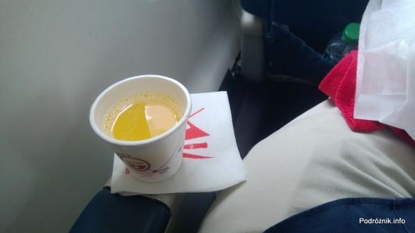 Delta Air Lines - Canadair Regional Jet CRJ-900 - N935XJ - DL3373 - Klasa Pierwsza (First Class) - welcome drink - czerwiec 2013