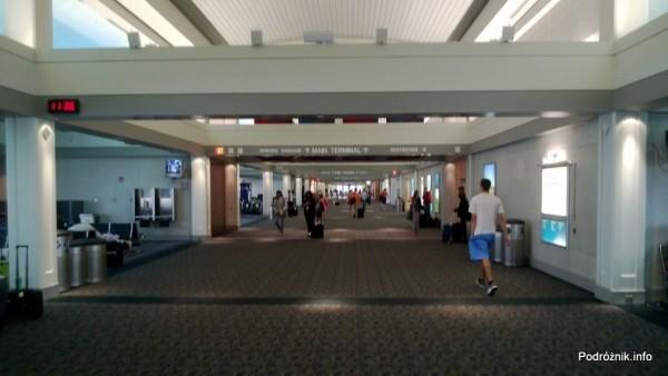 USA - Lotnisko Milwaukee MKE - wnętrze terminala - czerwiec 2013