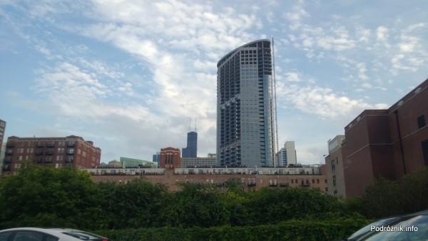 USA - Chicago - w głębi z dwoma wielkimi antenami Willis Tower (stara nazwa Sears Tower) - czerwiec 2013