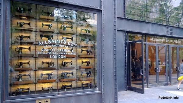 USA - Chicago - maszyny do szycia na wystawie sklepu All Saints - czerwiec 2013