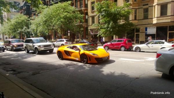 USA - Chicago - żółty samochód sportowy - czerwiec 2013